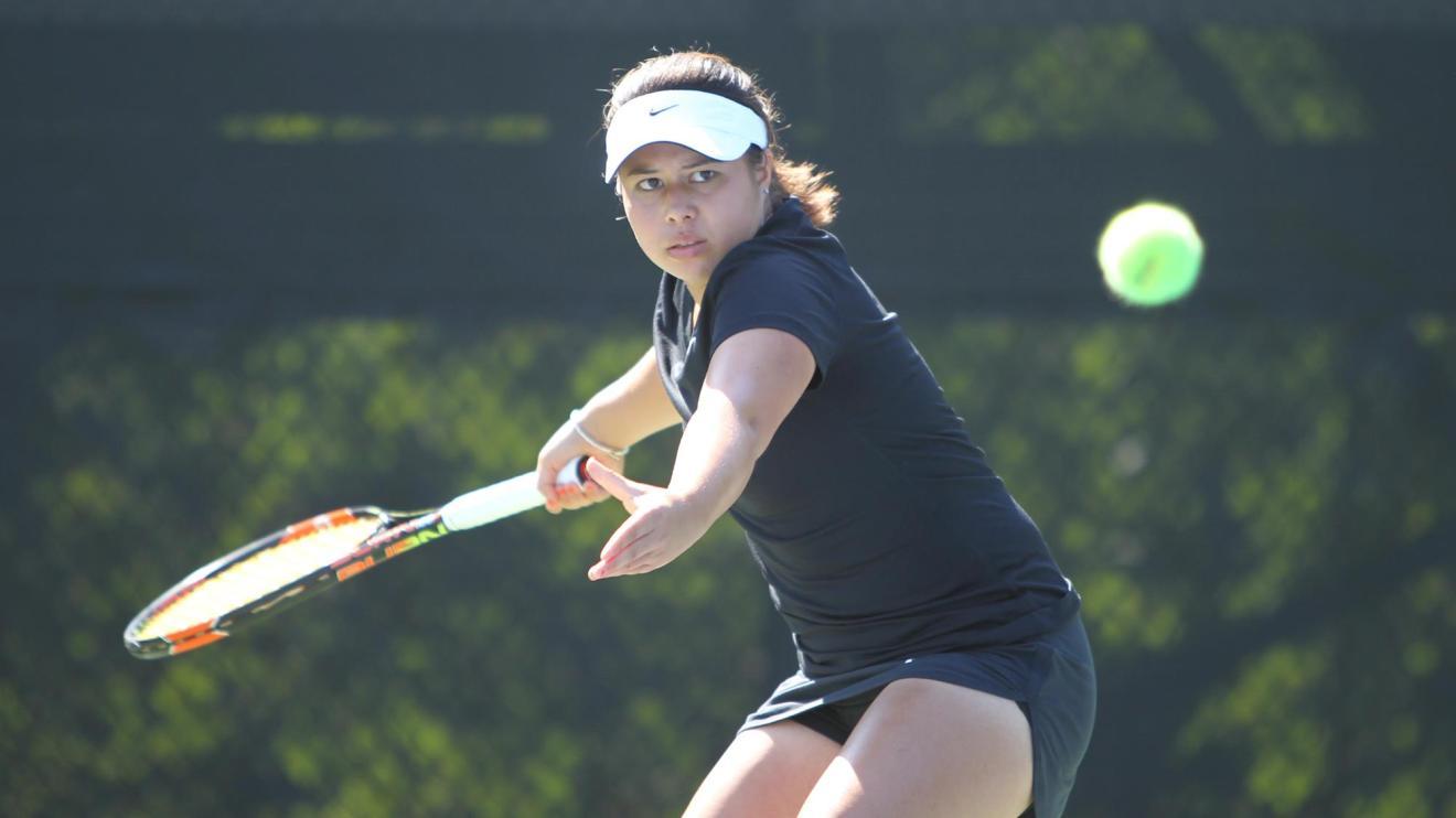 Steffensen's Win Caps 4-3 Women's Tennis Victory Over Yale
