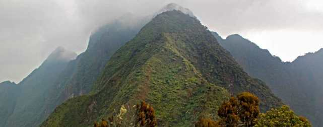 Sabyinyo Volcano, compare gorilla trekking tours uganda rwanda congo tracking