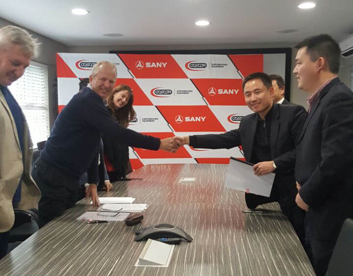 Neil Wilson_Goscor Group CEO_left_ and David Xiao_MD of Sany Southern Africa _right shaking hands on the distribution deal.jpg