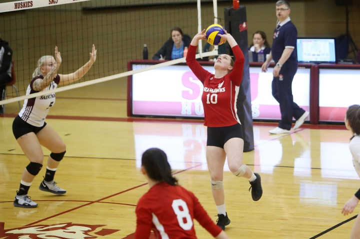 Hawks fall to Huskies