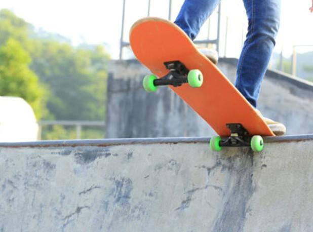 5 Easiest Skateboard Tricks For Beginner Skaters