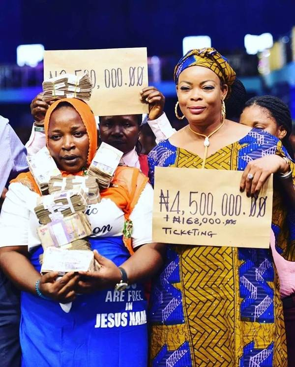 Prophet Jeremiah Omoto fufeyin blesses two retired prostitutes 2