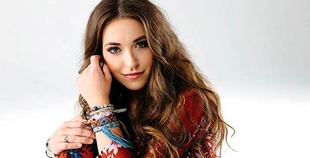 Lauren Daigle Meets with Children's Hospital Patients