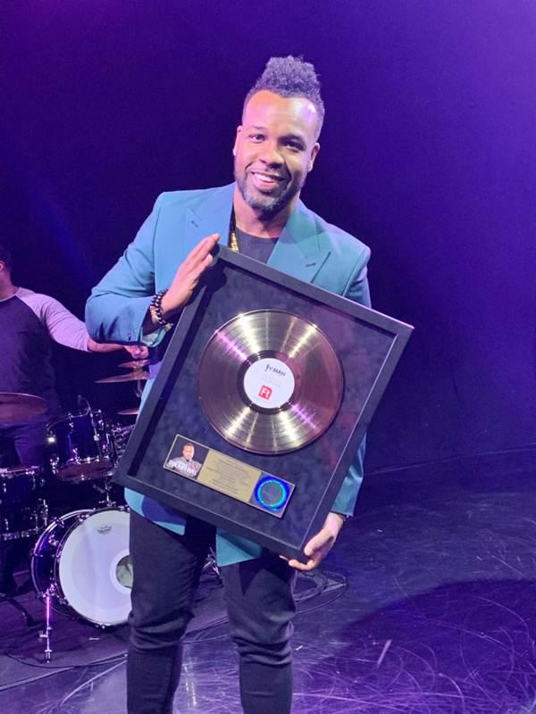 Gospel Singer VaShawn Mitchell Awarded the Gold Plaque