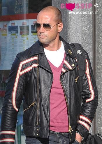 https://i1.wp.com/www.gossipnews.it/paparazzate/stefano_bettarini_alla_palestra_downtown_si_prepara_per_la_prova_costume/images/stefano_bettarini_a_milano_1dfa.jpg