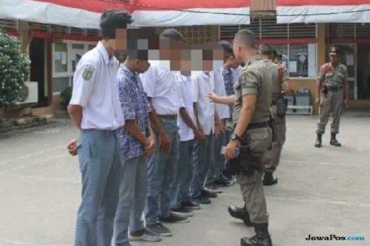 Cabut Sekolah dan Berjudi, 12 Pelajar SMA di Padang Digelandang Satpol PP