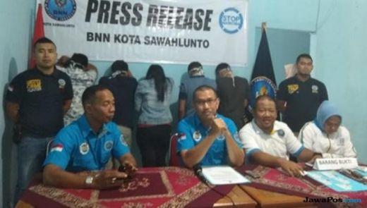 BNN Razia Cafe di Sawahlunto, Langsung Tes Urine, 5 Pengunjung Positif Narkoba