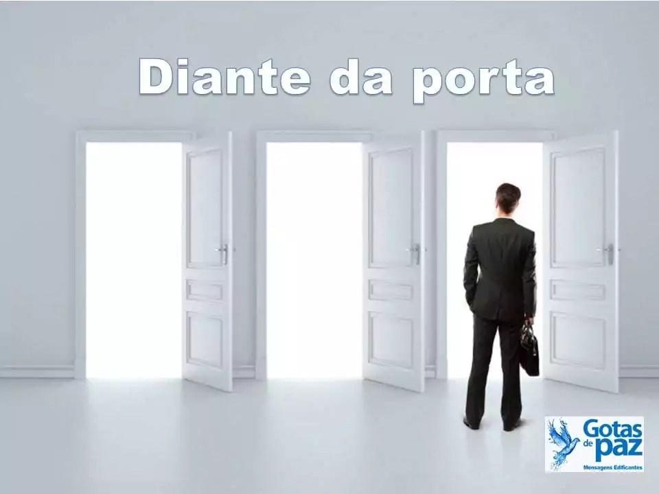 Diante da porta
