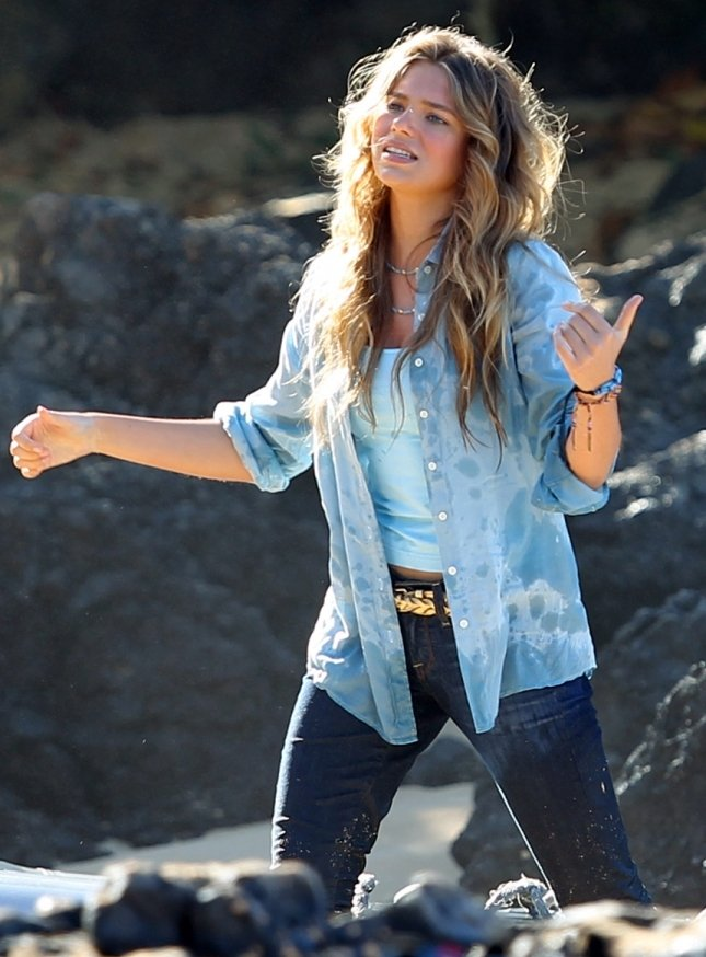 Indiana Evans On The Set Of Blue Lagoon In Maui 05 GotCeleb