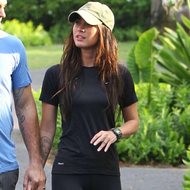 Megan Fox Showing Off Her Wedding Ring In Hawaii 08 GotCeleb
