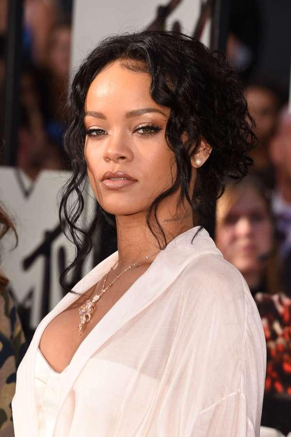 Rihanna: 2014 MTV Movie Awards -03 – GotCeleb