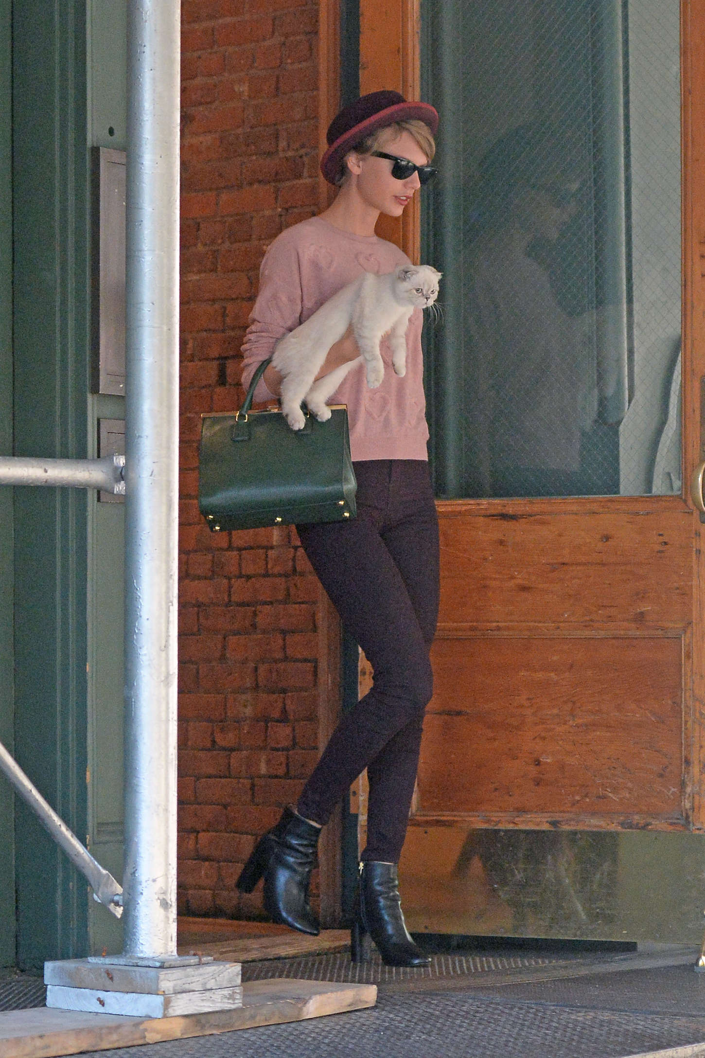 Taylor Swift In Tight Pants Out In New York City