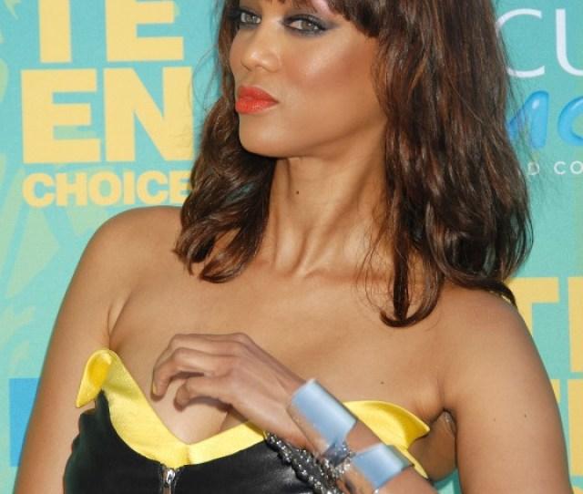 Tyra Banks Hot Cleavage At 2011 Teen Choice Awards In La 03