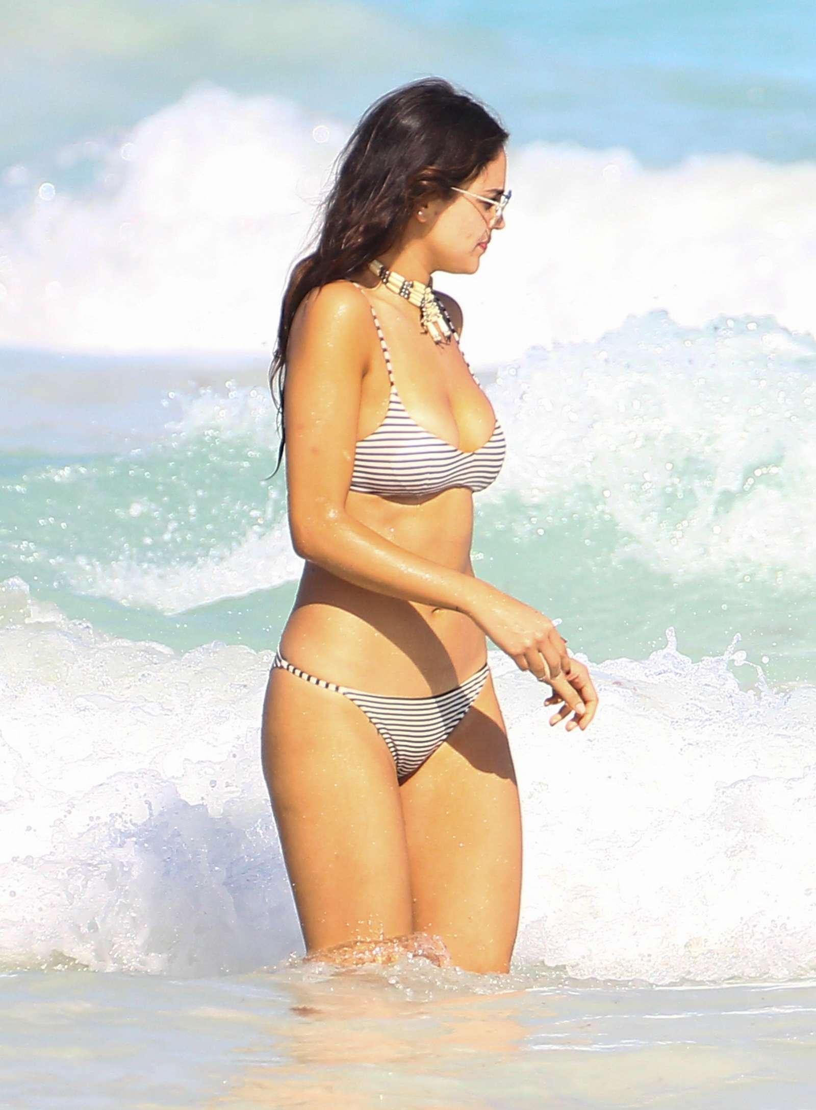 Eiza Gonzalez In Bikini 2017 20 GotCeleb