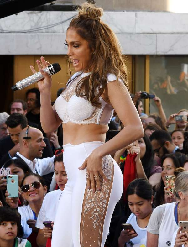Jennifer Lopez: Performing on NBCs Today Show -03 - GotCeleb