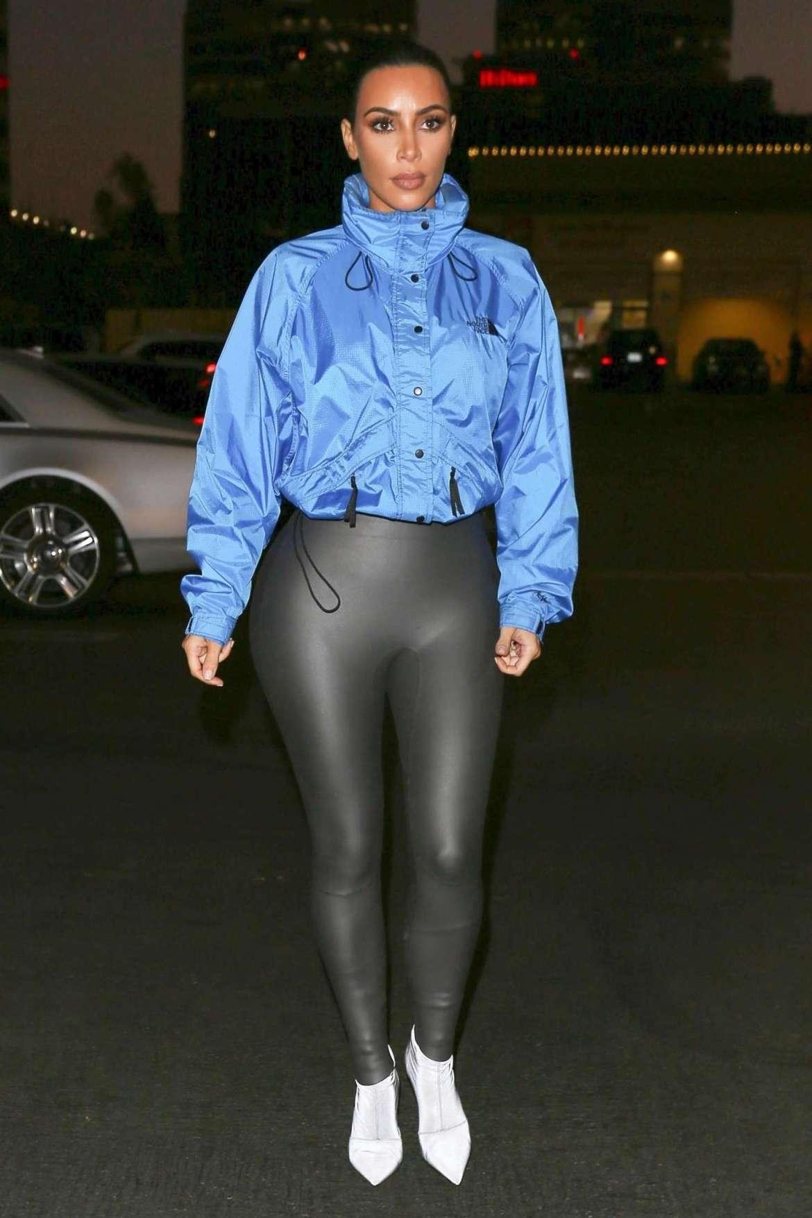 Kim Kardashian in Tight Pants at PetSmart store in Woodland Hills
