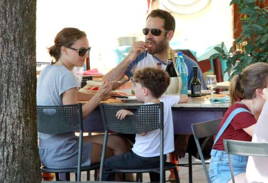 Natalie Portman: Out for lunch with her family -09 - GotCeleb
