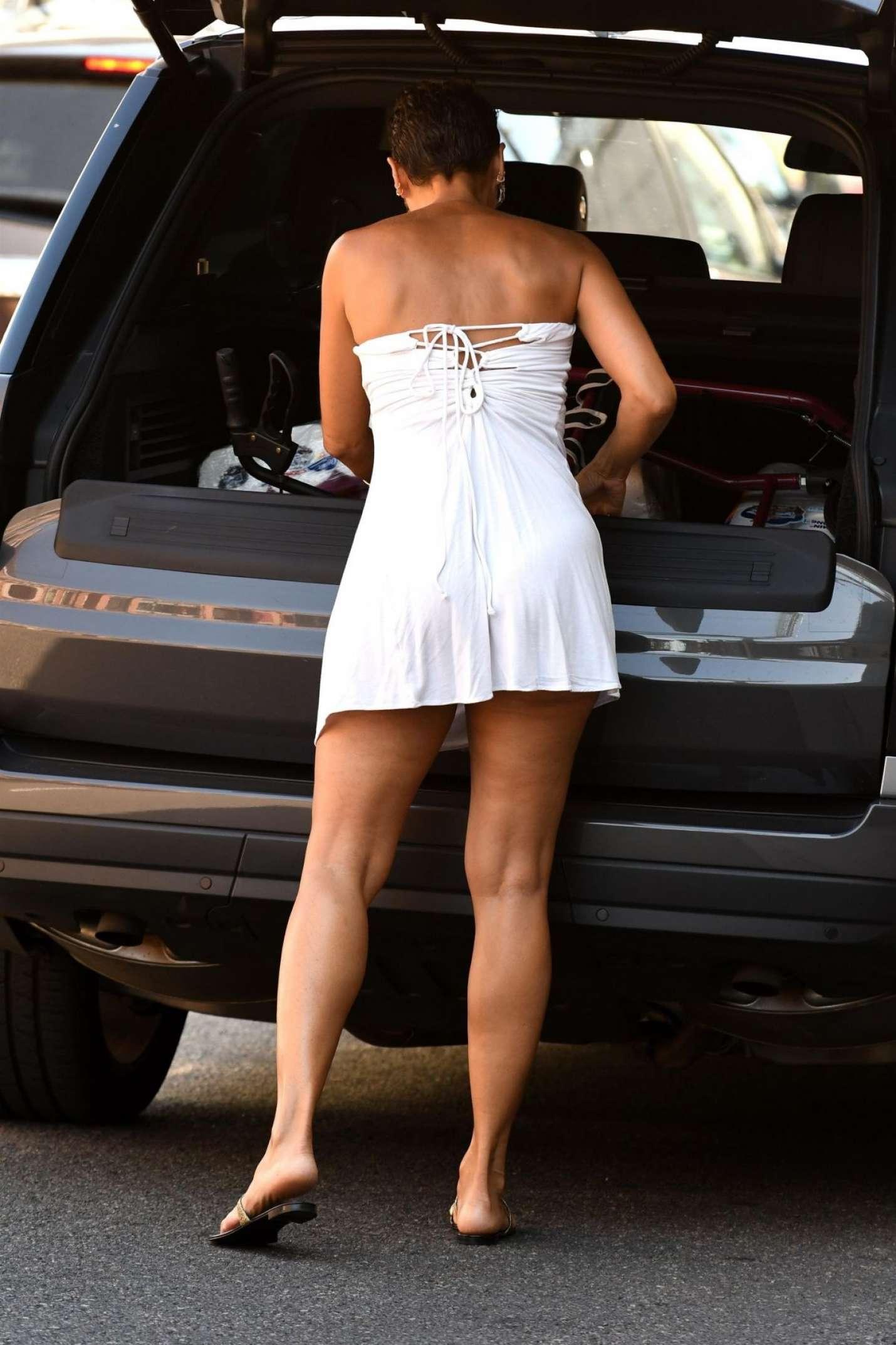 Nicole Murphy In White Mini Dress Shopping 01 Gotceleb
