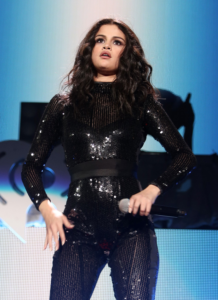 Selena Gomez 1035 Kiis FMs Jingle Ball In Chicago