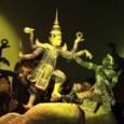 מופע בובות תאילנדי המופע המיוחד הזה הוא כנראה לא דומה לשום מופע בובות שראיתם בעבר. מפעילי הבובות אינם מתחבאים מאחורי מסך אלה נשארים על הבמה והם חלק אינטגרלי מהמופע. בתיאטרון […]