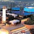 """המקום שנבחר כ""""מסעדה הטובה ביותר שנפתחה השנה"""", מושך אליו סלבריטאים מקומיים רבים. האטרקציה הגדולה של המקום היא מיקומו בקומה ה-63 של גורד שחקים חדש ונוצץ. גרם מדרגות מלכותי מוליך מהמעלית […]"""