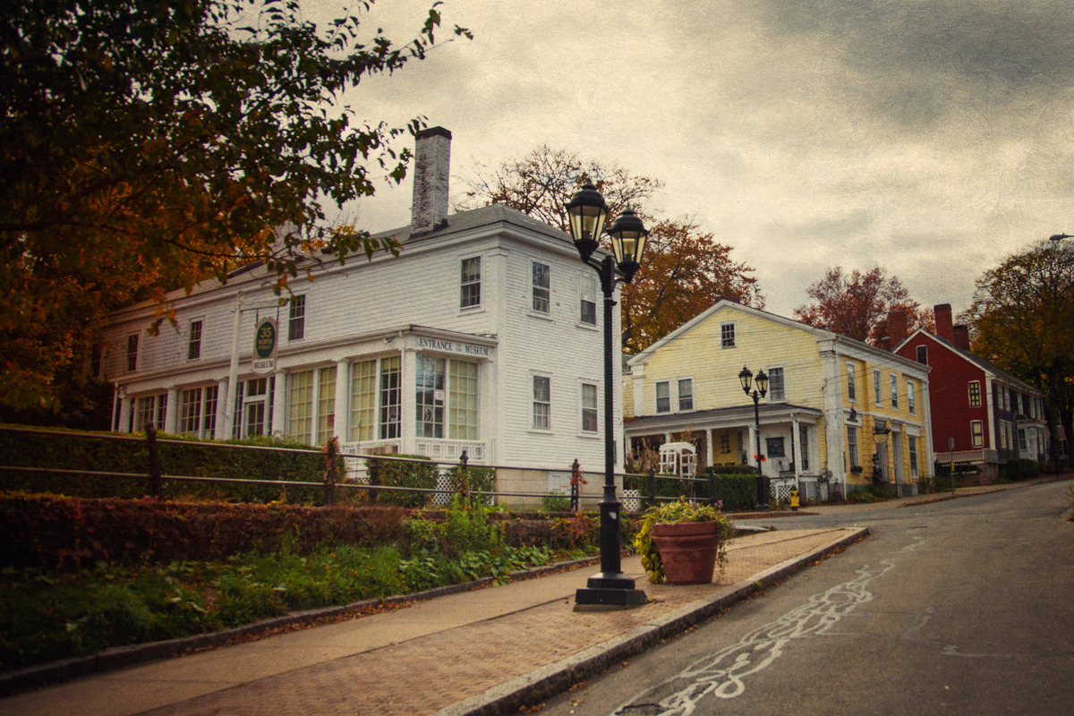 The Trask musuem (white house on the left) was built to give an insight into the Victorian era of haunted Plymouth, and is now also the location for investigating the paranormal. Next to it is the Old Curiosity and Tea Shop, also believed to be haunted and also available for investigations.