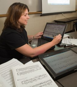 Snodgrass using an M400 Tablet PC to teach music