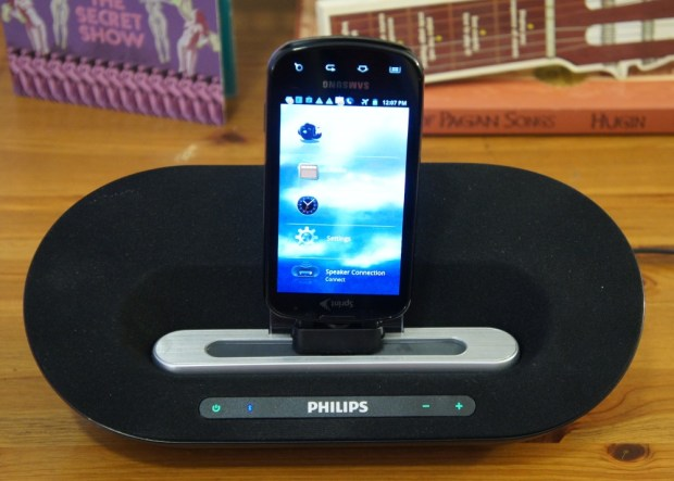 Samsung Epic 4G on the Philips Fidelio Docking Speaker for Android AS351