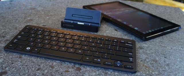Samsung Series 7 Slate with dock and keyboard
