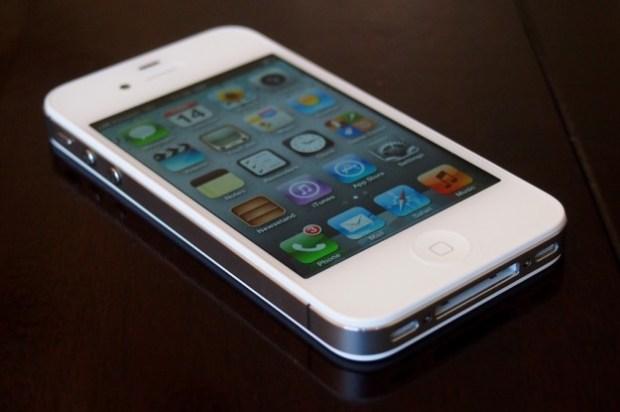 iPhone 4S vs. Motorola Droid 4