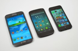 Galaxy Note 2 vs iPhone 5 vs Nexus 4 - 02
