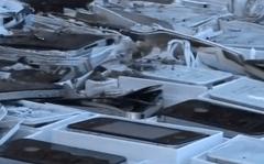 iPhone vs Bulldozer 2