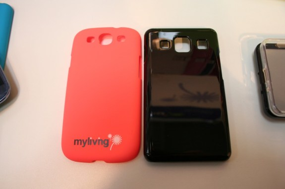 Samsung Galaxy S4 cases from China, as discovered at CeBIT.