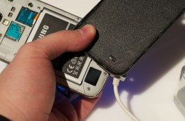 The Samsung Galaxy S4 back comes off to offer access to a Micro SD card slot and a removable battery.
