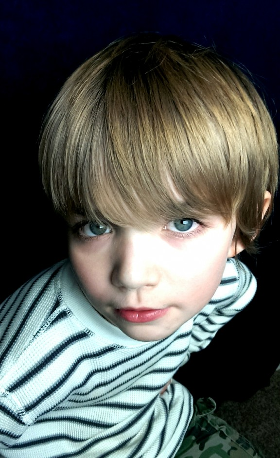 A HTC One photo sample showing a child portrait.