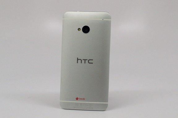 The HTC One could launch today on Verizon.