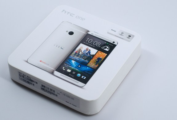 The HTC One offers a great looking display and a stunning design.