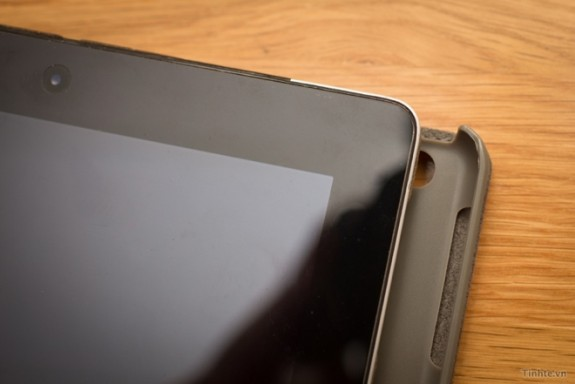 An alleged iPad 5 case leak shows a case for a smaller iPad with a new iPad mini-like design.