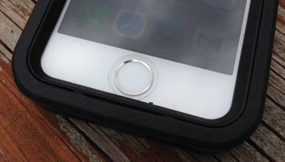 A small opening on the OtterBox iPhone 5s case lets users log in.
