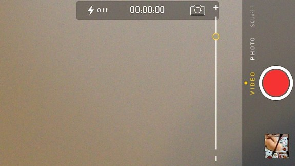 Zoom while shooting video in iOS 7 on the iPhone 5.