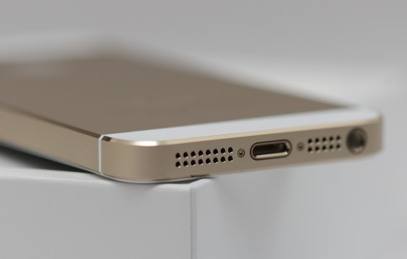 iphone-5s-review-gold-white 1