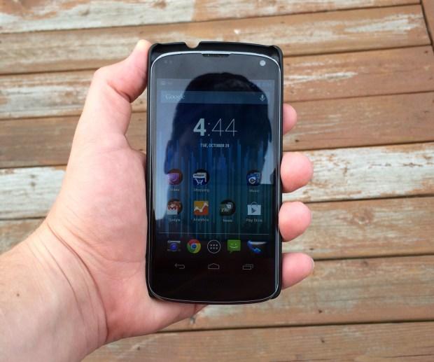 Nexus 5 vs Nexus 4 in case