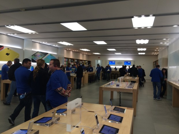 Local Apple Store not crowded on launch of iPad Air