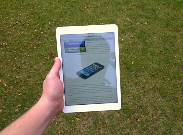 What the iPad Air display looks like outdoors at full brightness, on a cloudy day.