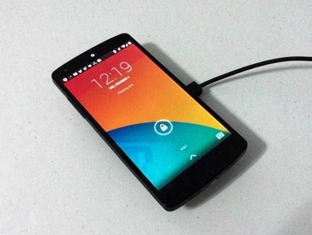 The Nexus wireless charger works on the Nexus 5, Nexus 4 and Nexus 7 (2013).