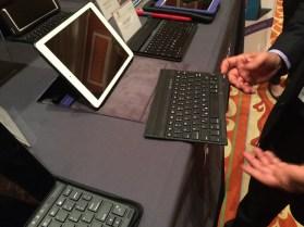 Kensington KeyFolio Exact iPad Air Keyboard Case - 1