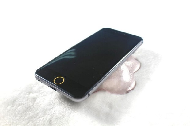 Alleged iPhone 6 dummy unit from Sonny Dickson.