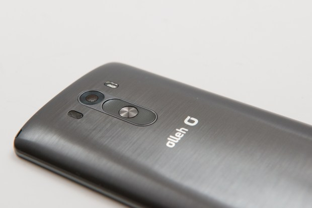 LG G3 Review: 13MP Camera, laser and dual LED flash sit above volume buttons and power button