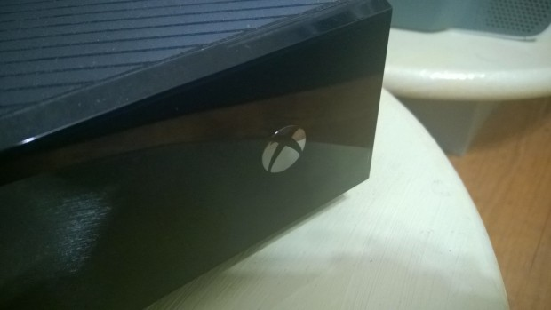 How to Play A Game & Watch TV on the Xbox One  (1)