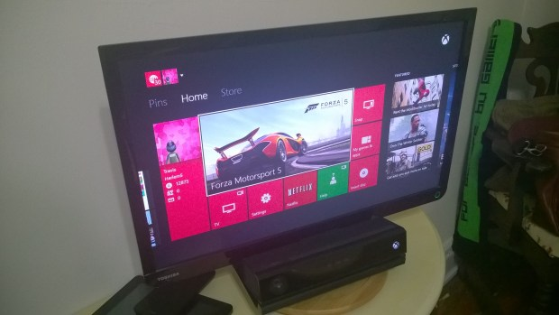 How to Play A Game & Watch TV on the Xbox One  (9)